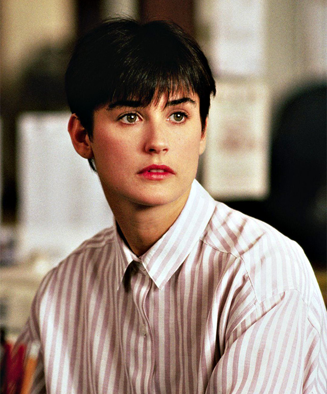 Demi Moore nel 1990 con uno dei suoi look più famosi