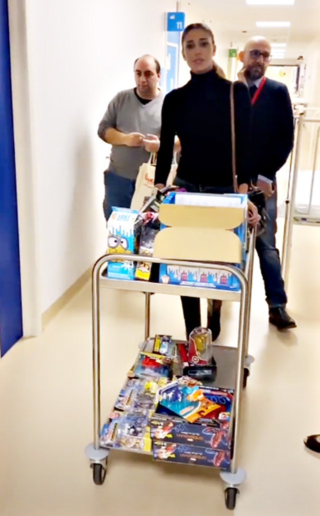 Belen e Cecilia Rodriguez, tanti doni per i bimbi in ospedale: tutto grazie al Sister's Market!