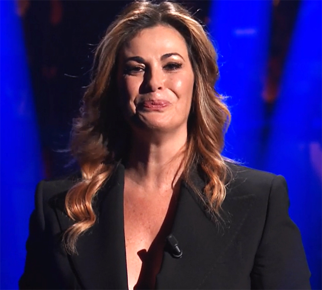 Mentre le lacrime socrrevano sulle sue guance, il pubblico in studio ha applaudito fortissimo Vanessa Incontrada
