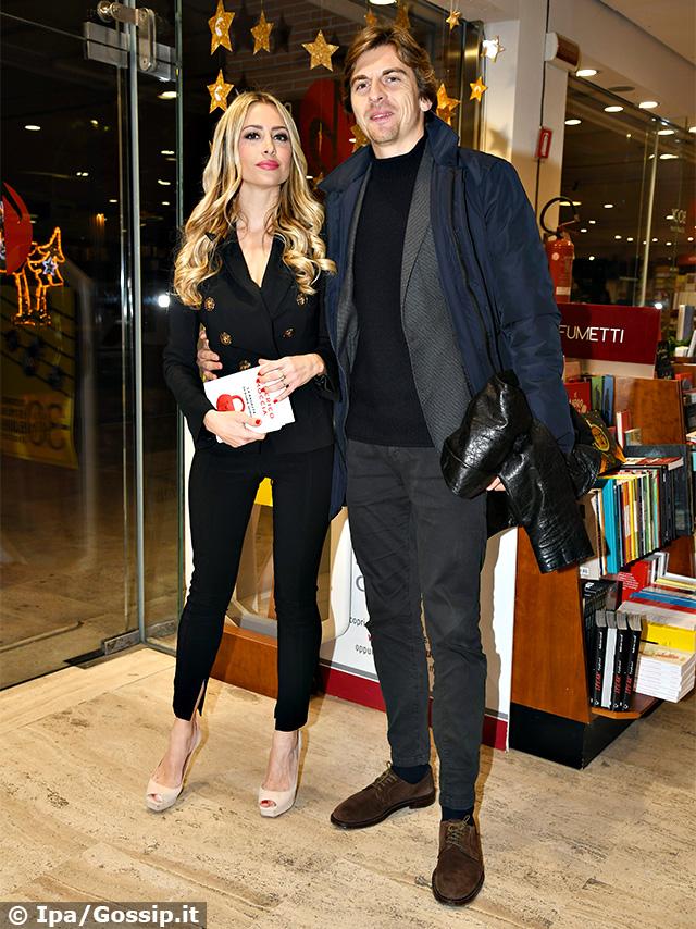 Martina Stella, 35 anni, con il marito Andrea Manfredonia alla presentazione del nuovo libro di Federico Moccia, 'La ragazza di Roma nord'