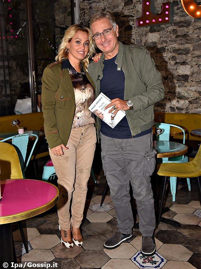 Paolo Bonolis e Sonia Bruganelli costretti a cambiare scuola a uno dei figli