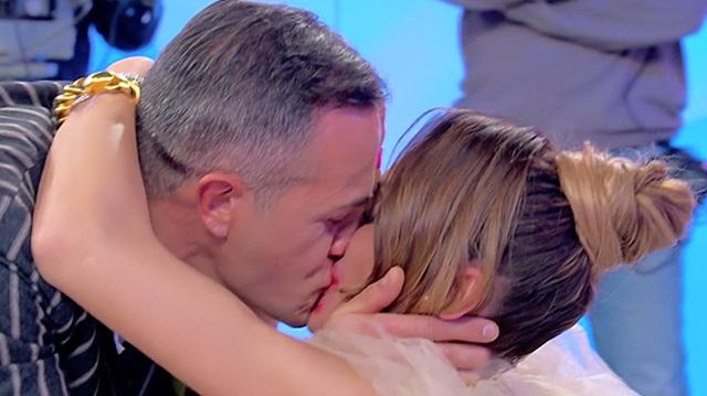 Ida Platano e Riccardo Guarnieri  ci riprovano: bacio lunghissimo in tv e ritorno di fiamma