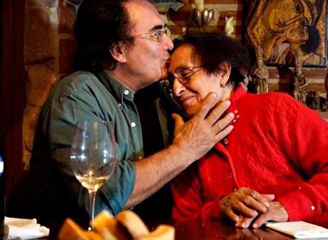 Al Bano con la madre Jolanda, morta a 96 anni il 10 dicembre