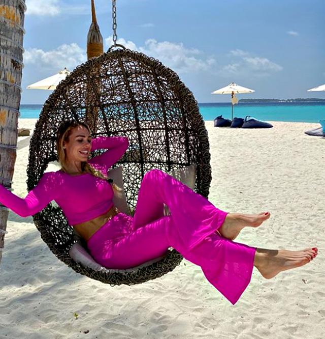 Ilary si sta godendo il caldo e il mare delle Maldive