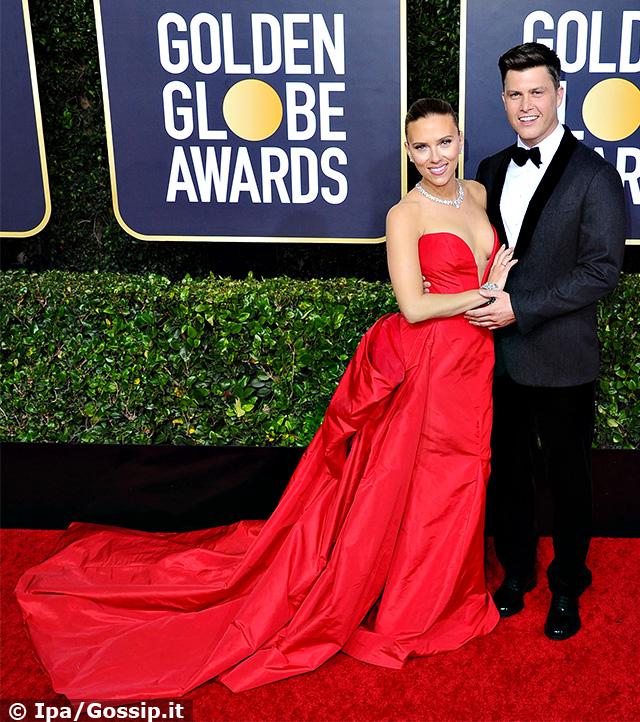 Scarlett Johansson, 35 anni, con il futuro terzo marito Colin Jost