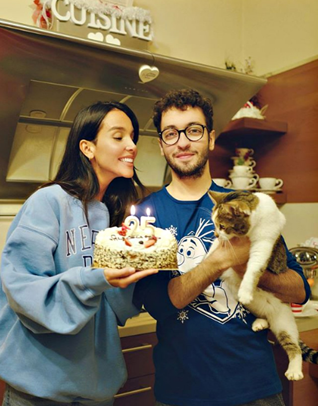 Paola Di Bendetto festeggia i 25 anni con il fratello gemello Giovanni prima di entrare nella Casa del Grande Fratello Vip