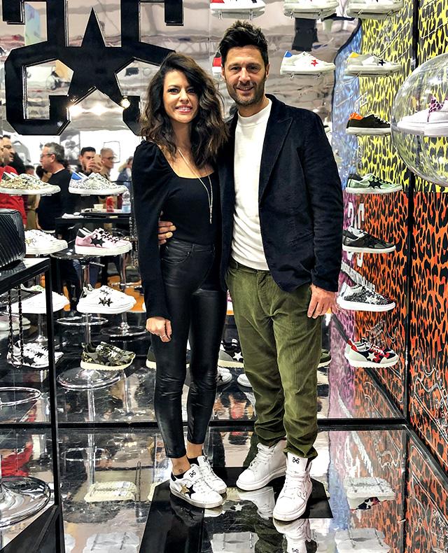 Filippo Bisciglia, 42 anni, e Pamela Camassa, 35, nello stand '2Star' a Pitti Uomo a Firenze
