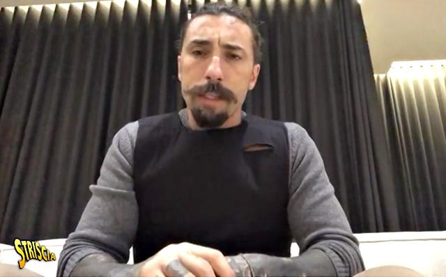 Paura per Vittorio Brumotti, accoltellato a Monza: aggredito con il cameraman