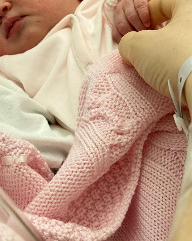 Lo scatto della piccola Vittoria pubblicato da Irene Cioni, 26 anni, per annunciare la nascita della sua primogenita