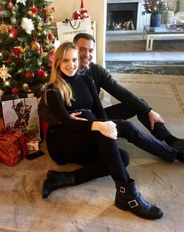 Irene Cioni insieme al compagno Giacomo e con un bel pancione durante le ultime vacanze di Natale