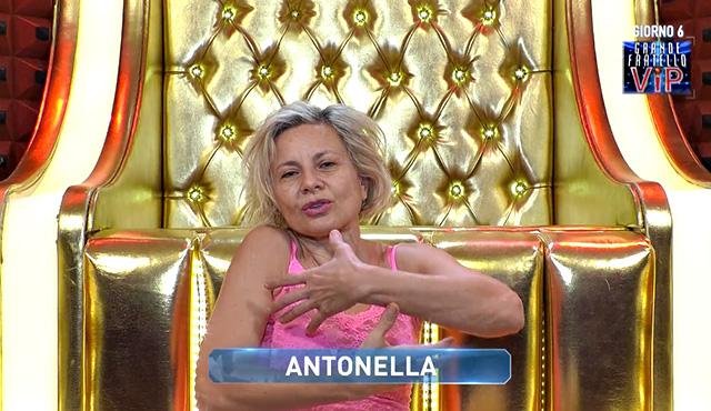 Antonella Elia, lo sfogo per il rimpianto di non aver avuto un figlio al GF Vip: 'Sono stata codarda'