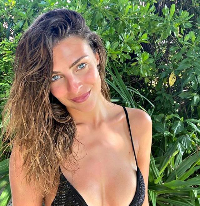 L'ex Miss Italia in costume durante il viaggio
