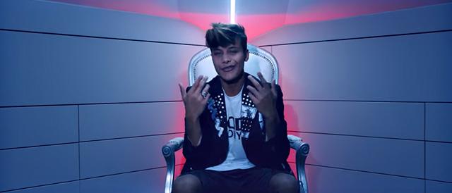 Denis Dosio diventa cantante: debutto nella musica con il singolo 'Non mi tocchi'
