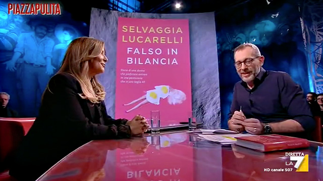 Selvaggia Lucarelli racconta il suo rapporto con il cibo a 'Piazzapulita' su La7, intervistata da Corrado Formigli