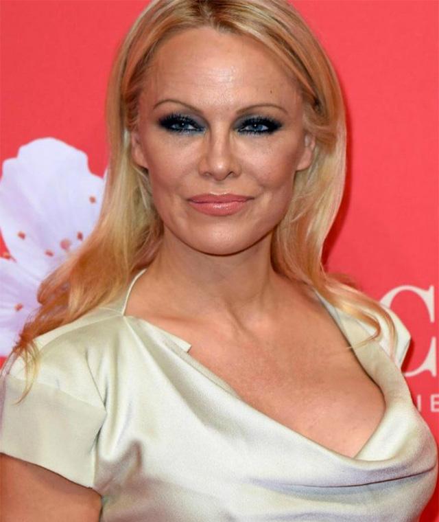Pamela Anderson si è sposata per la quinta volta: nozze segrete con Jon Peters