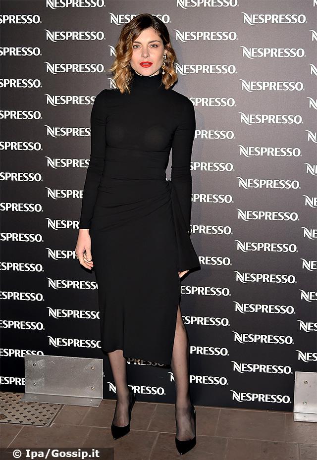 Vittoria Puccini, 38 anni, elegantissima in nero all'evento di Nespresso a Milano
