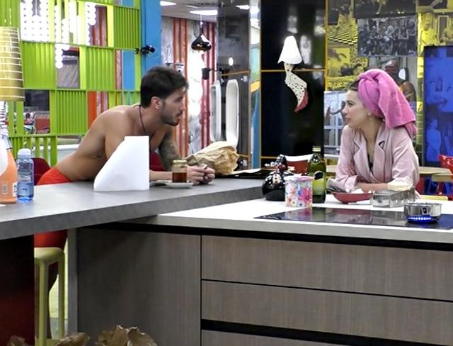 Ivan Gonzalez e Clizia Incorvaia chiacchierano nella Casa del GF Vip