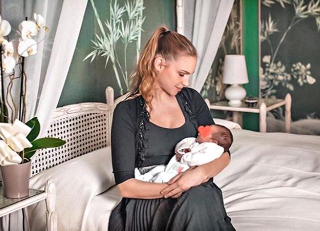 La prima foto social di Irene Cioni, 26 anni, con la figlia Vittoria, nata due settimane fa