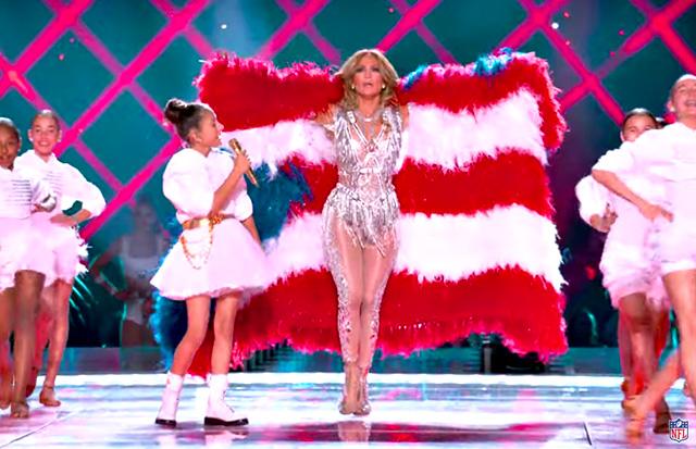 Jennifer Lopez, 50 anni, sul palco del Super Bowl con la figlia Emme, 11