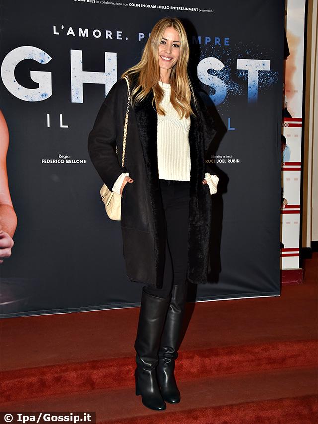 Elena Santarelli, 38 anni, in 'black and white' alla prima del musical 'Ghost' al teatro Sistina di Roma