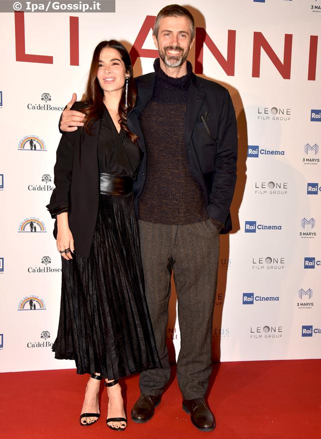 Kim Rossi Stuart, 50 anni, con la moglie Ilaria Spada, 38, sul red carpet del film 'Gli anni più belli' a Roma