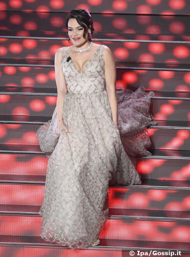 Romina Carrisi a Sanremo 2020: presenta i genitori, frecciatina ad Amadeus...