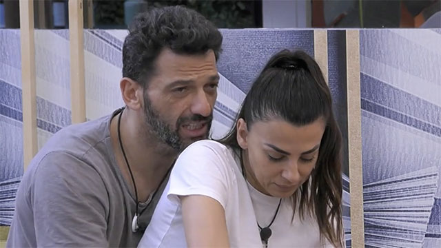 La famiglia di Pago e Miriana Trevisan contro Serena Enardu al GF Vip