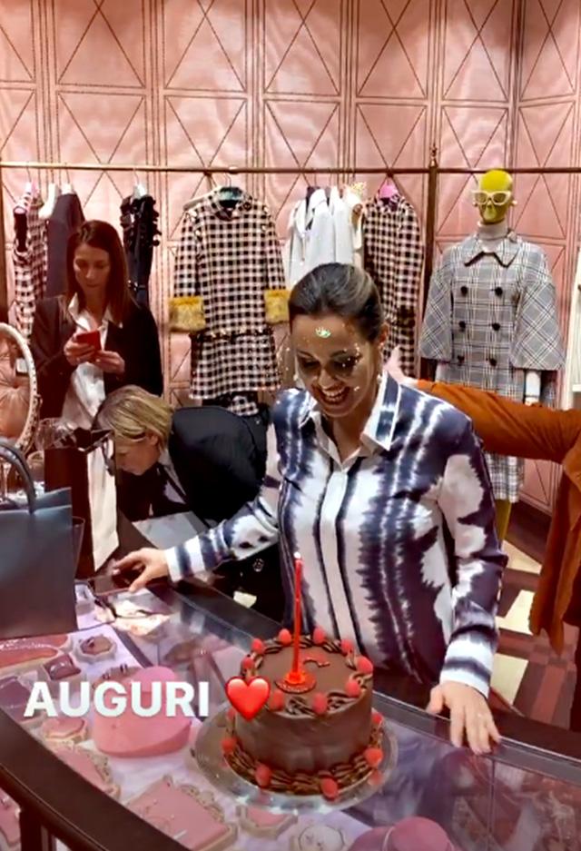 Sonia Bruganelli, compleanno nella boutique Gucci a Roma: c'è la riffa griffata