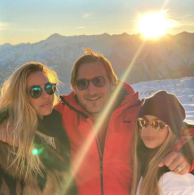 Ilary Blasi e Francesco Totti, la settimana bianca in Trentino è in famiglia: le foto