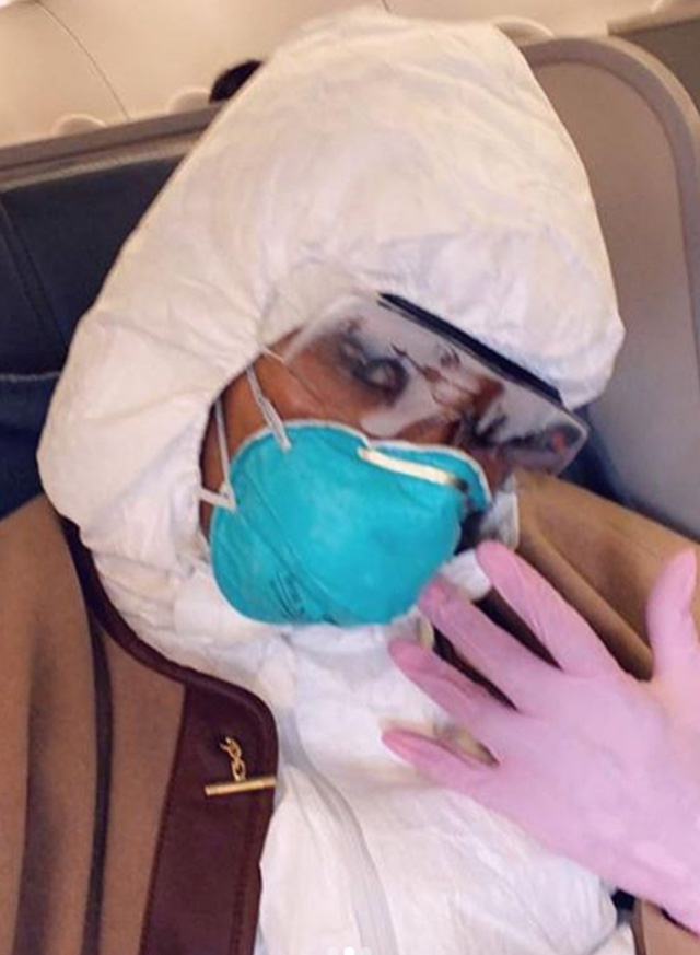 Naomi in aereo