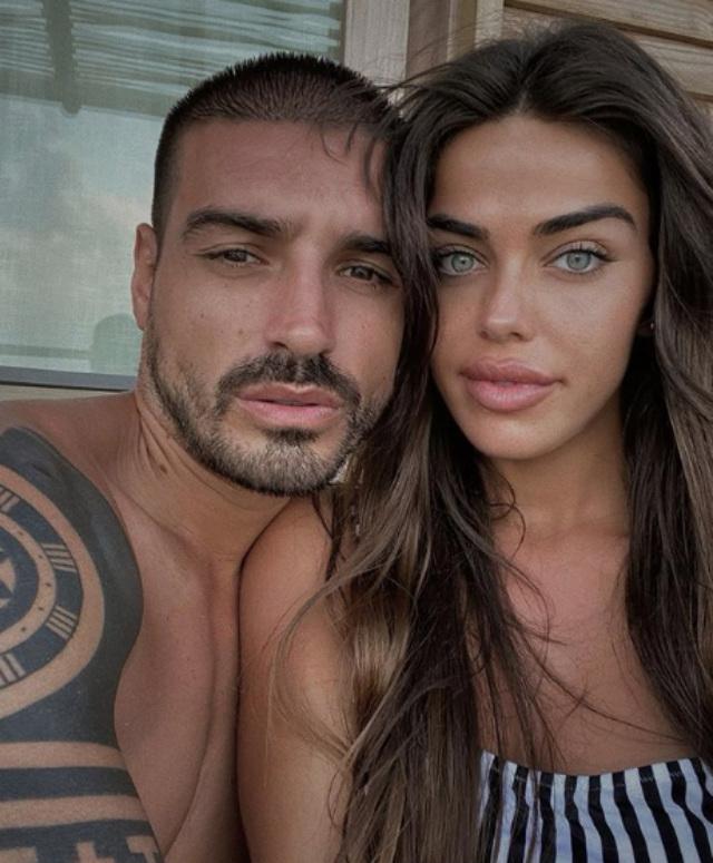 Fabio Colloricchio, 29 anni, e Violeta Mangrinan, 24, pensano di avere il Coronavirus, ma avendo sintomi lievi preferiscono rimanere a casa e non andare in ospedale per non affollare il sistema sanitario di Madrid