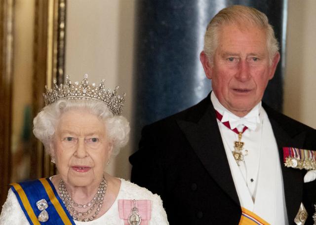 Il Principe Carlo, 71 anni, ha il Coronavirus: si teme che possa averlo contratto anche la Regina Elisabetta, 93
