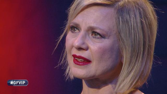 Antonella Elia in lacrime al GF VIP: 'Mi vergogno di quello che sono'