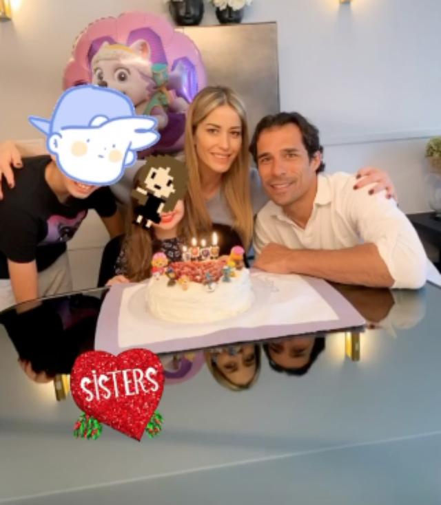 Elena Santarelli festeggia il compleanno della figlia Greta in quarantena: la torta la prepara lei