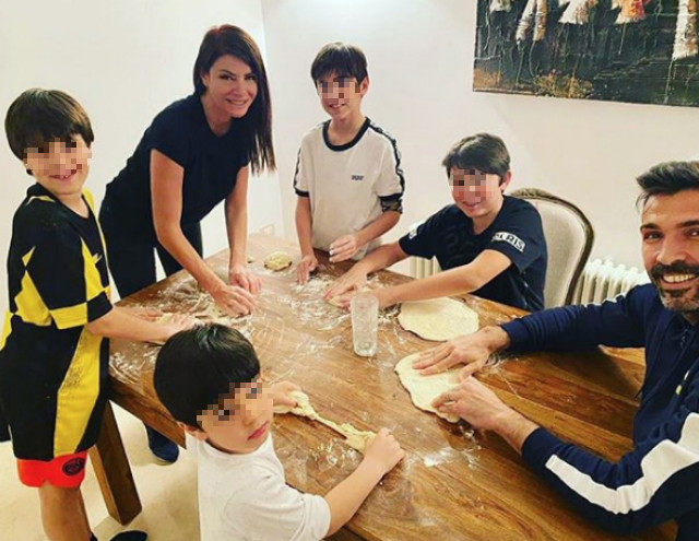 Ilaria D'Amico, 46 years old, and Gigi Buffon, 42, in the kitchen making pizza with all their children, Louis Thomas, 12 years old, and David Lee, 10, Pietro, 10, and the little Leopoldo Mattia, 4