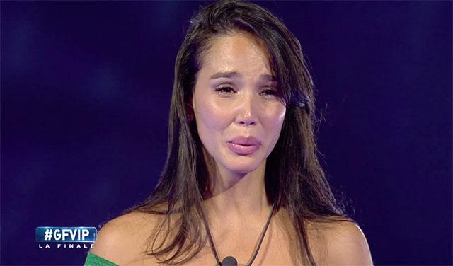 Paola Di Benedetto vince a sorpresa il GF Vip: lacrime e tanta commozione per la mora