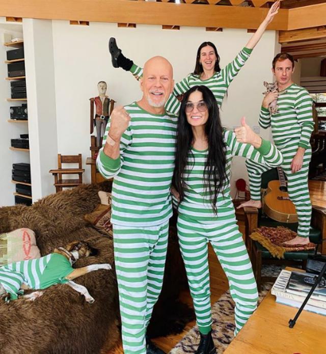 Bruce Willis, 65 anni, e Demi Moore, 57, mentre giocano a vestirsi nello stesso modo durante la quarantena