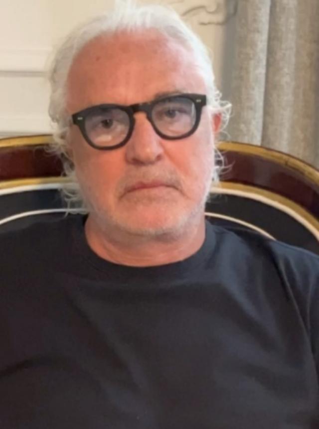 Flavio Briatore, 70 anni, ha rivelato che tratta il figlio Nathan Falco come un sessantenne per permettergli di carpire i segreti del mestiere di imprenditore