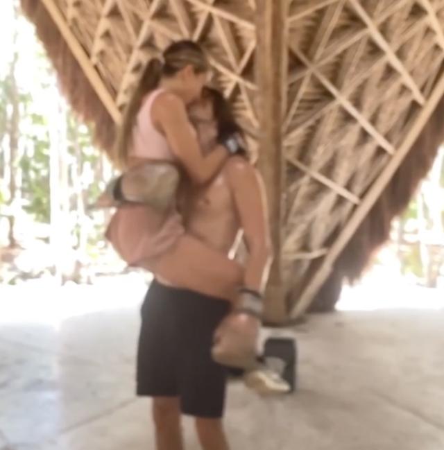 Elisa De Panicis, nuovo fidanzato in Messico durante la quarantena