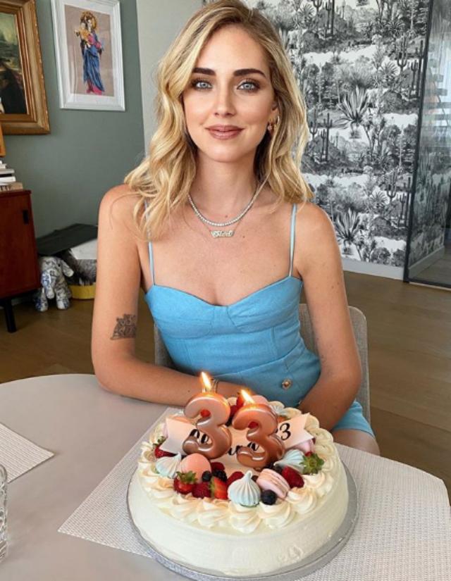 Chiara Ferragni, compleanno romanticissimo grazie a Fedez in quarantena: cena in terrazzo e...