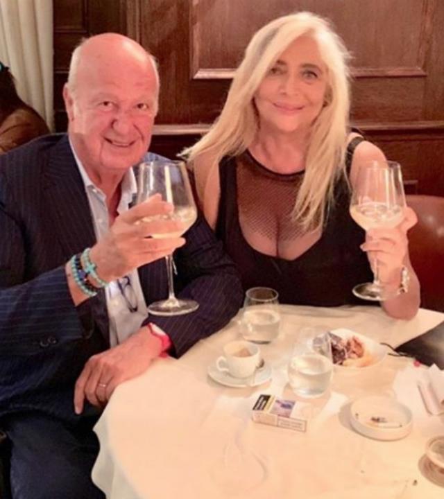 Mara Venier, 69 anni, con il marito Nicola Carraro, 78