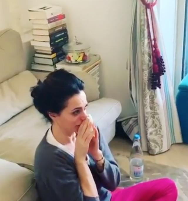 Rossella Brescia piange a dirotto davanti la tv, il compagno basito: ecco perché