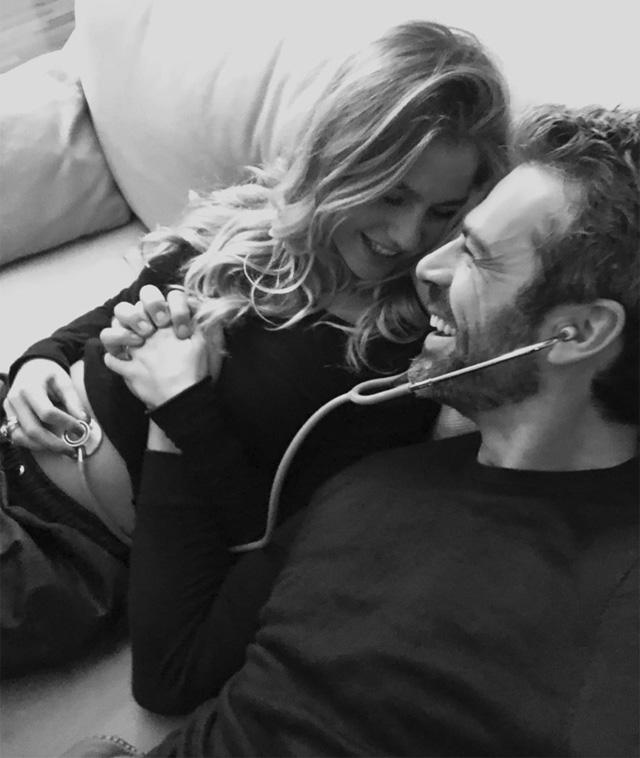Cristina Marino, 28 anni, e Luca Argentero, 42, non potrebbero essere più felici