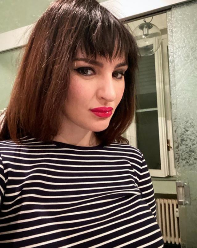 Arisa, 37 anni, si è mostrata sul social con la parrucca: la utilizzerà fino a quando non le saranno ricresciuti i capelli