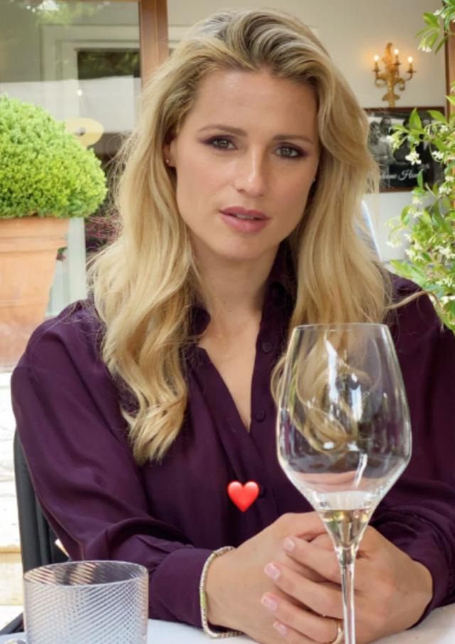 Michelle Hunziker dopo tre mesi torna al ristorante con il marito Tomaso Trussardi e le figlie