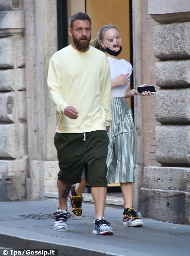 Daniele De Rossi e la figlia Gaia finalmente riuniti: i due non rinunciano allo shopping extra lusso