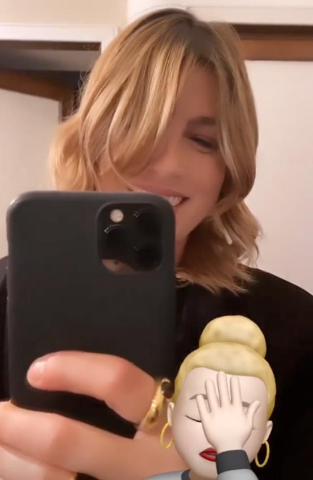 Emma Marrone torna bionda: dopo l'intervento schiarisce di nuovo i capelli