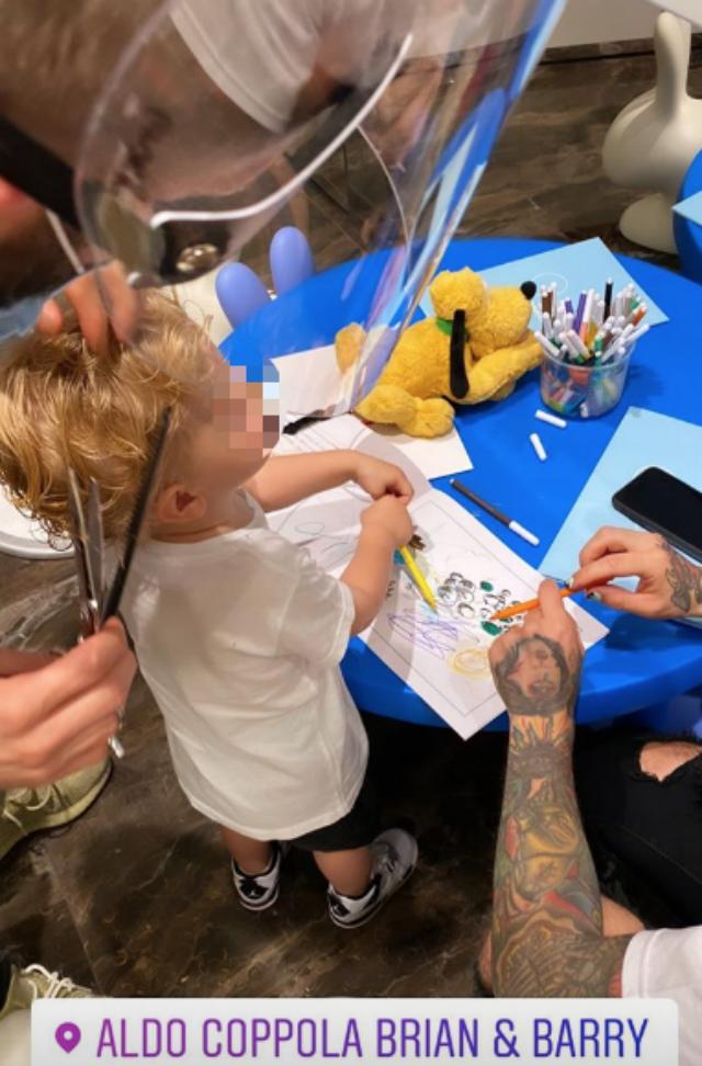 Il figlio di Chiara Ferragni e Fedez si taglia i capelli dal parrucchiere extra lusso dei vip