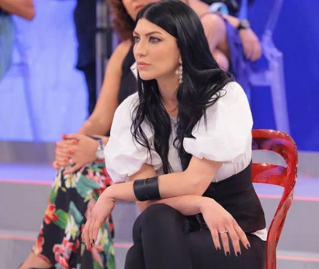 Giovanna Abate ha fatto la sua scelta a Uomini e Donne, la prima dopo il lockdown: niente baci e abbracci
