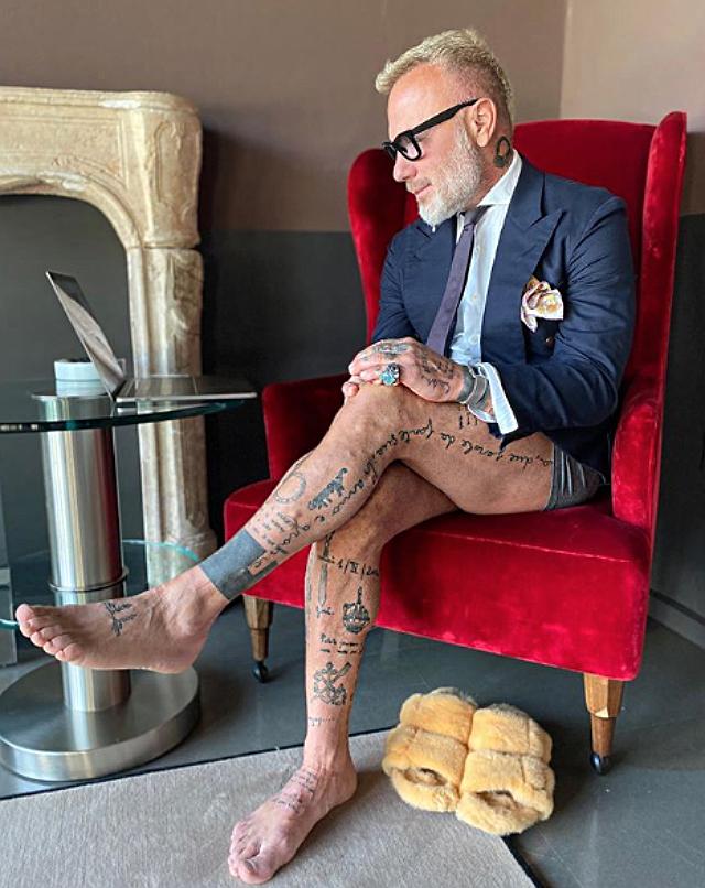 Gianluca Vacchi, 52 anni, in mutande durante una videochiamata di lavoro